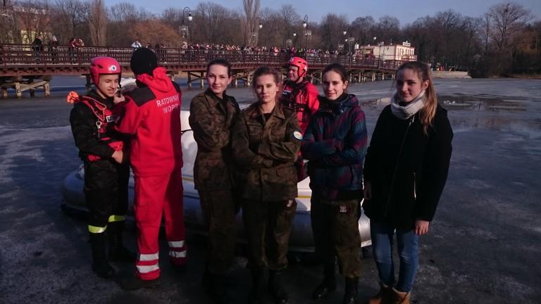 Pokazy ratownictwa na lodzie