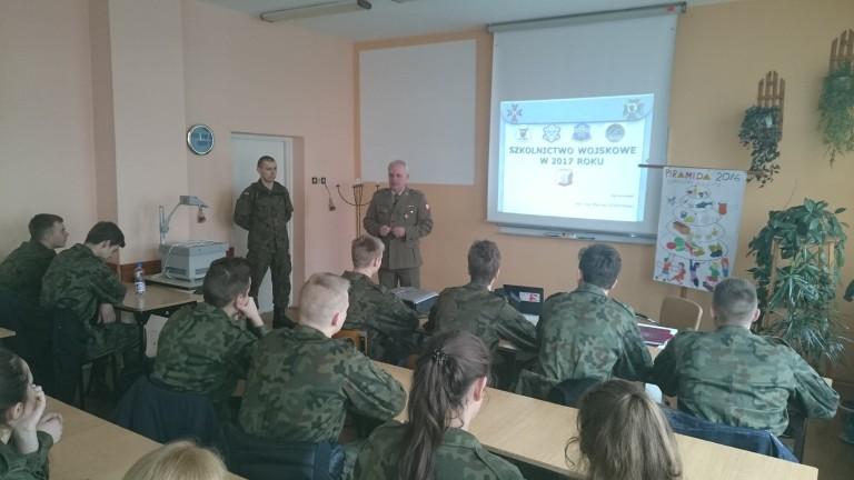 Odwiedzili klasy mundurowe w ZSP Kościelec