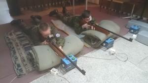 Mundurowi z ZSP Kościelec na strzelnicy