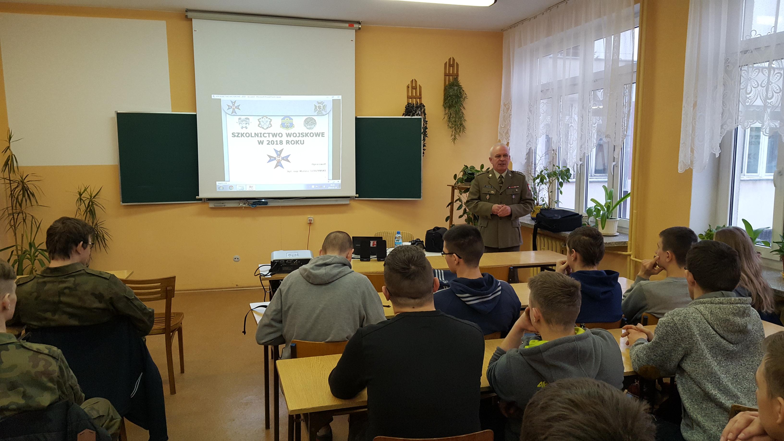 Oficer WKU w ZSP Kościelec