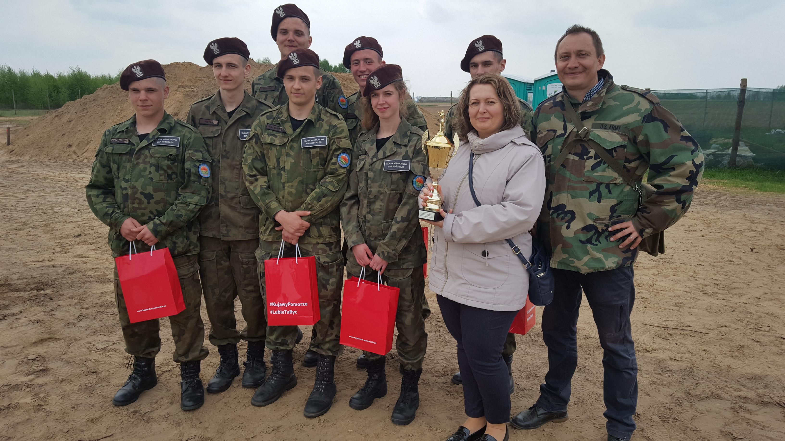 ZSP Kościelec trzeci w wojewódzkich zawodach sportowo – obronnych uczniów klas wojskowych