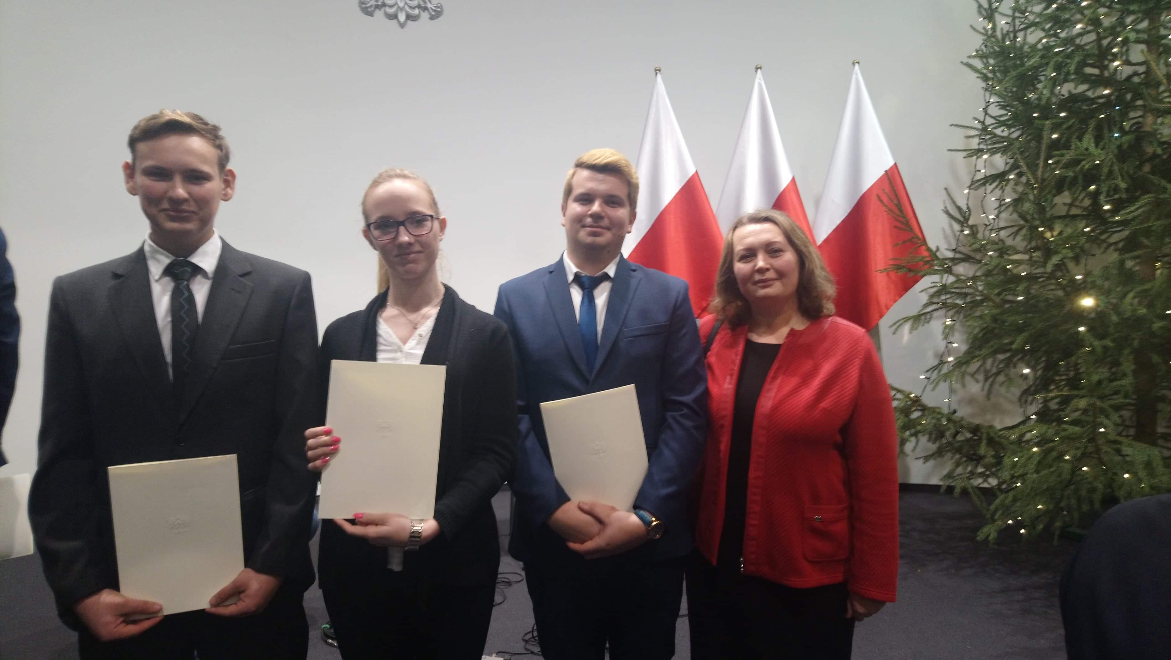 Uczniowie ZSP im. Jana Pawła II w Kościelcu podczas wręczenia Stypendium Rady Ministrów