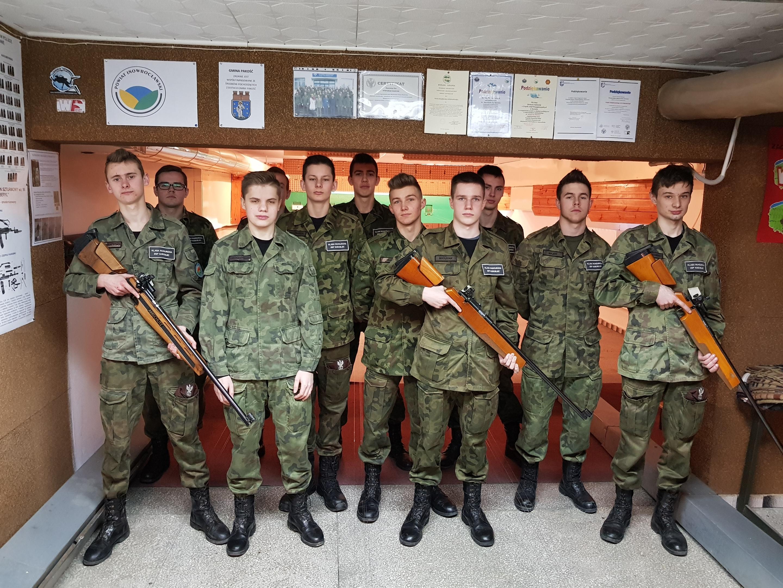 II klasa LO na strzelnicy