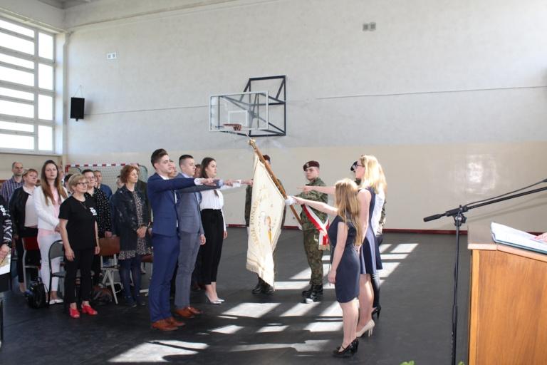 Zakończenie roku klas maturalnych w Zespole Szkół Ponadgimnazjalnych im Jana Pawła II w Kościelcu