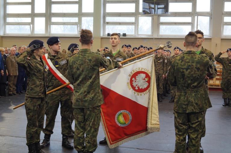 Ślubowanie klas pierwszych liceum ogólnokształcącego o profilu sportowo – obronnym oraz 10 lecie klas mundurowych w Kościelcu