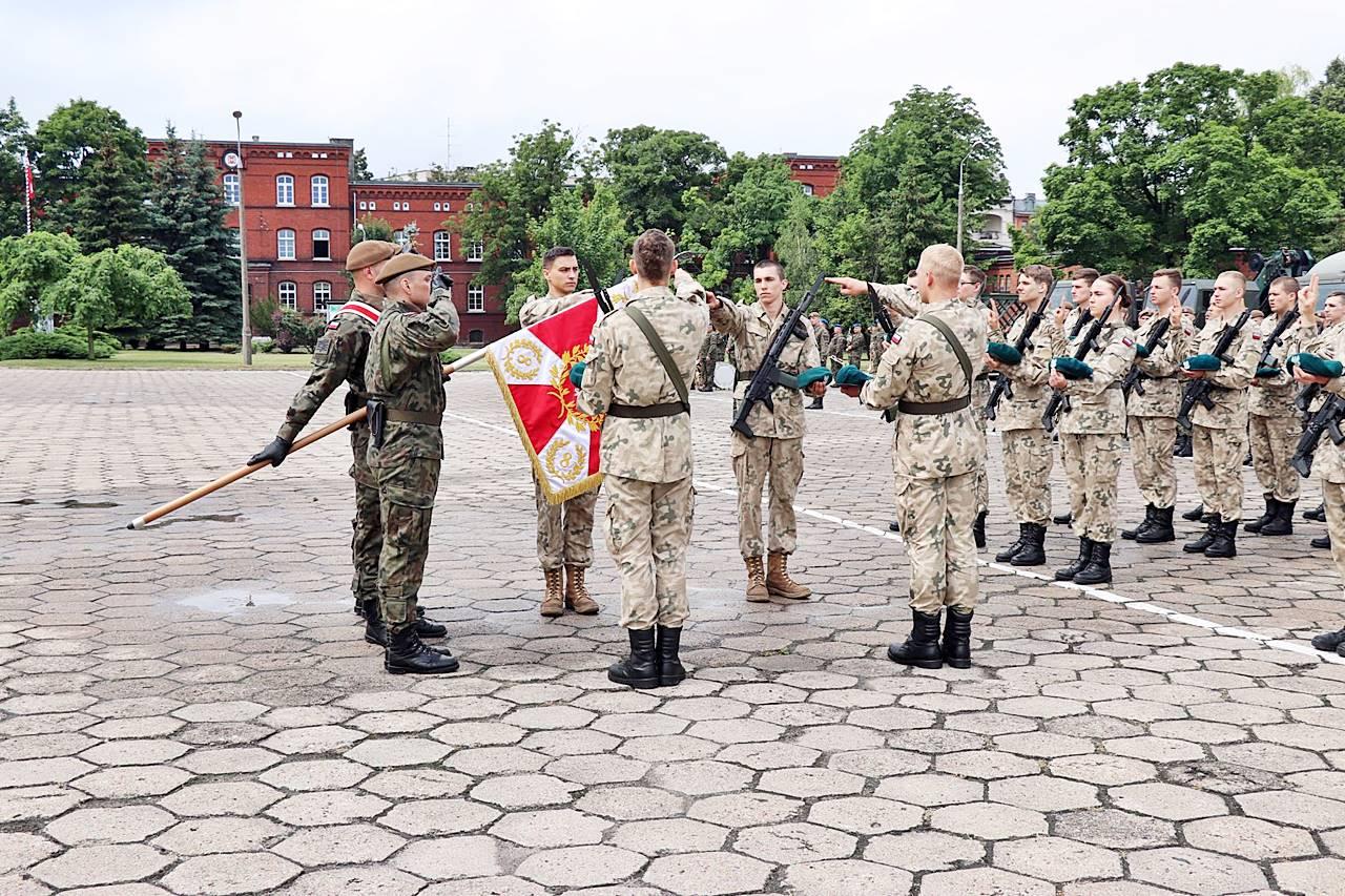 Przysięga wojskowa na terenie 82 blp w Inowrocławiu